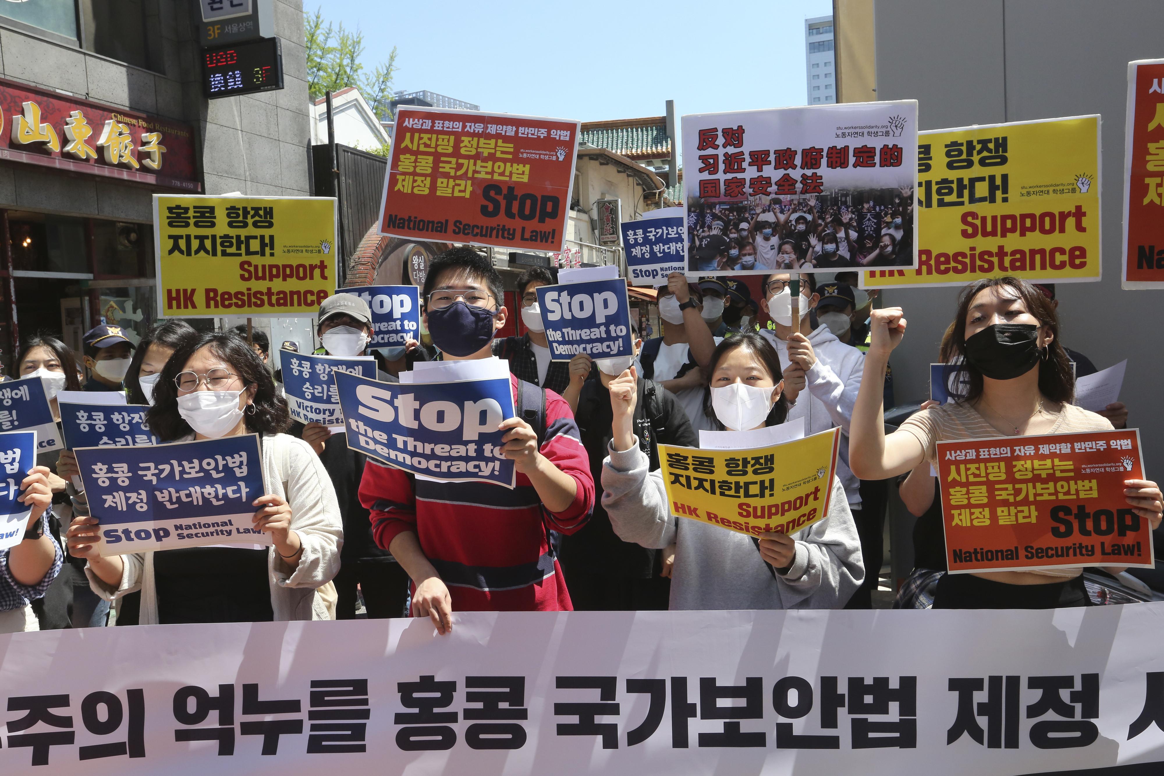 ▲▼南韓大學生、香港留學生27日至中國駐韓使館抗議。(圖/達志影像/美聯社)