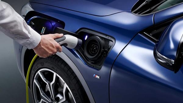 ▲2020 BMW X2。xDrive25e PHEV插電式油電休旅(圖/翻攝自BMW)