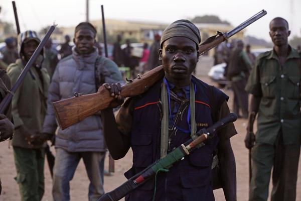 機車暴徒「血洗5村」!奈及利亞大規模槍擊74死 軍醫曝:幾乎都頭部中彈