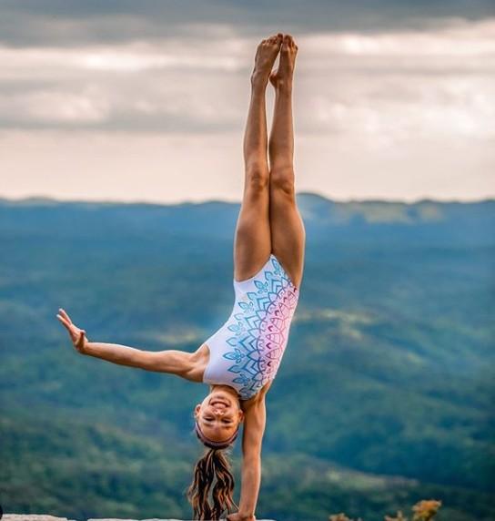 ▲▼10歲女孩練出傲人六塊肌。(圖/翻攝自Instagram/lyzabrooks)