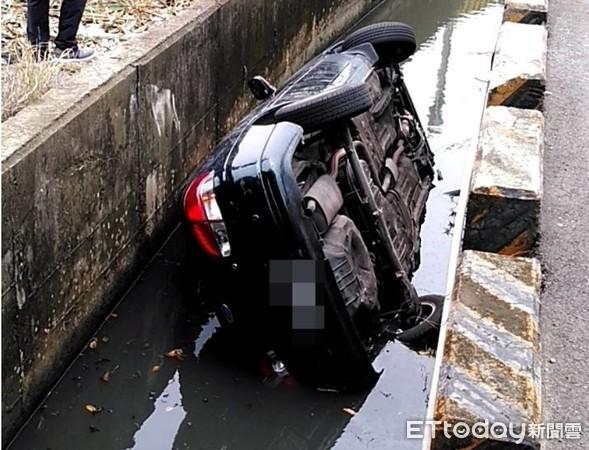 快訊/台中大雅汽車撞進排水溝 1人命危2傷搶救中