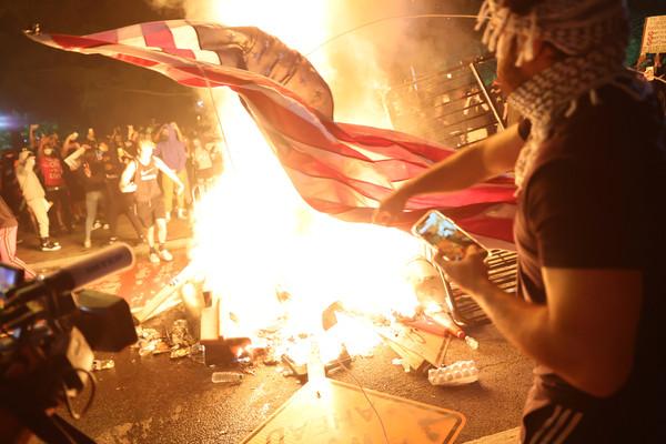 對比港美示威者「關鍵特征」 梁振英:還相信香港暴亂沒大台嗎?