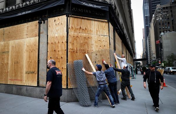 紐約成為海盜的地盤! 第五大道精品店「釘木板自保」避免被搶
