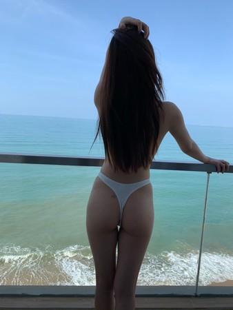 ▲▼PTT表特版長髮美女泳裝照掀暴動。(圖/翻攝自微博/待安娜)