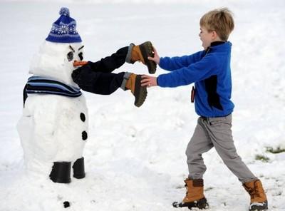 副熱帶國家小孩的夢想就是堆雪人啊!