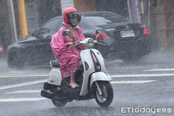 快訊/午後雷雨彈又開炸!台中山區升豪雨警戒 10縣市持續大雨特報