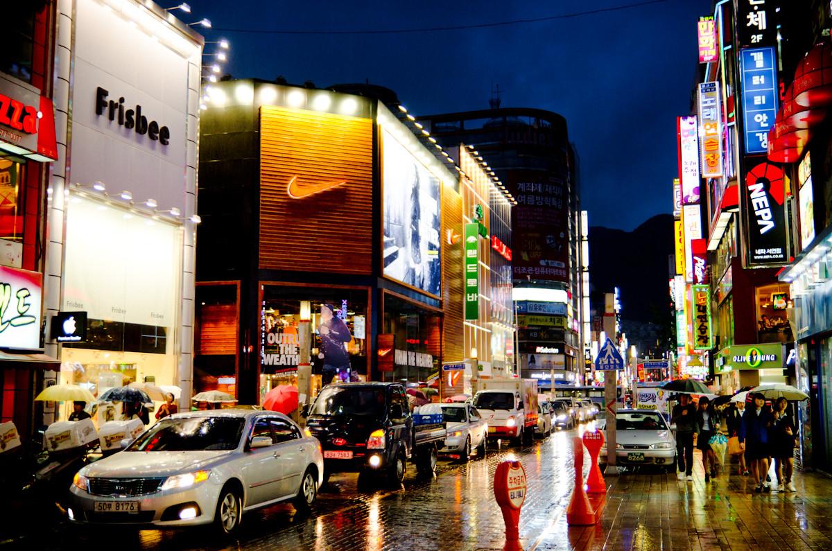 ▲▼釜山男子在西面一間酒吧狂歡,因曾接觸確診者而須接受居家隔離。(圖/翻攝自維基百科)