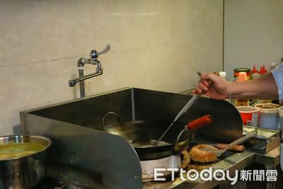 賣炒飯是體力活?他納悶「翻鍋一整天」1盤才80元:不如賣鐵板牛排