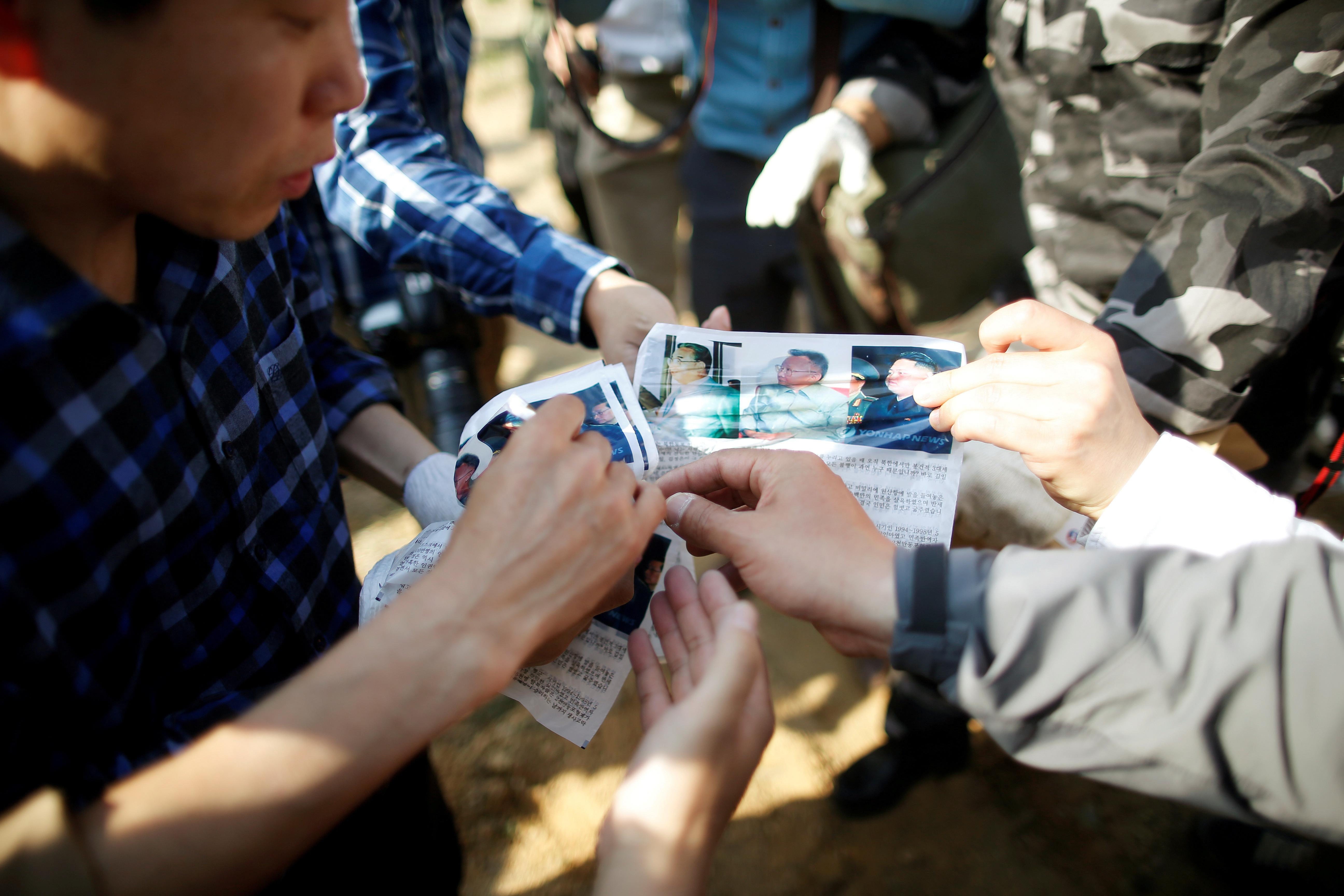 ▲▼脫北團體空飄反北韓體制傳單。(圖/達志影像/美聯社)