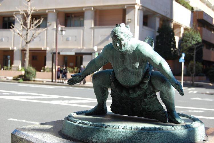 ▲▼ 日本一名女子輕生不成,反被一群相撲選手救出。(圖/取自免費圖庫フリー素材.com)
