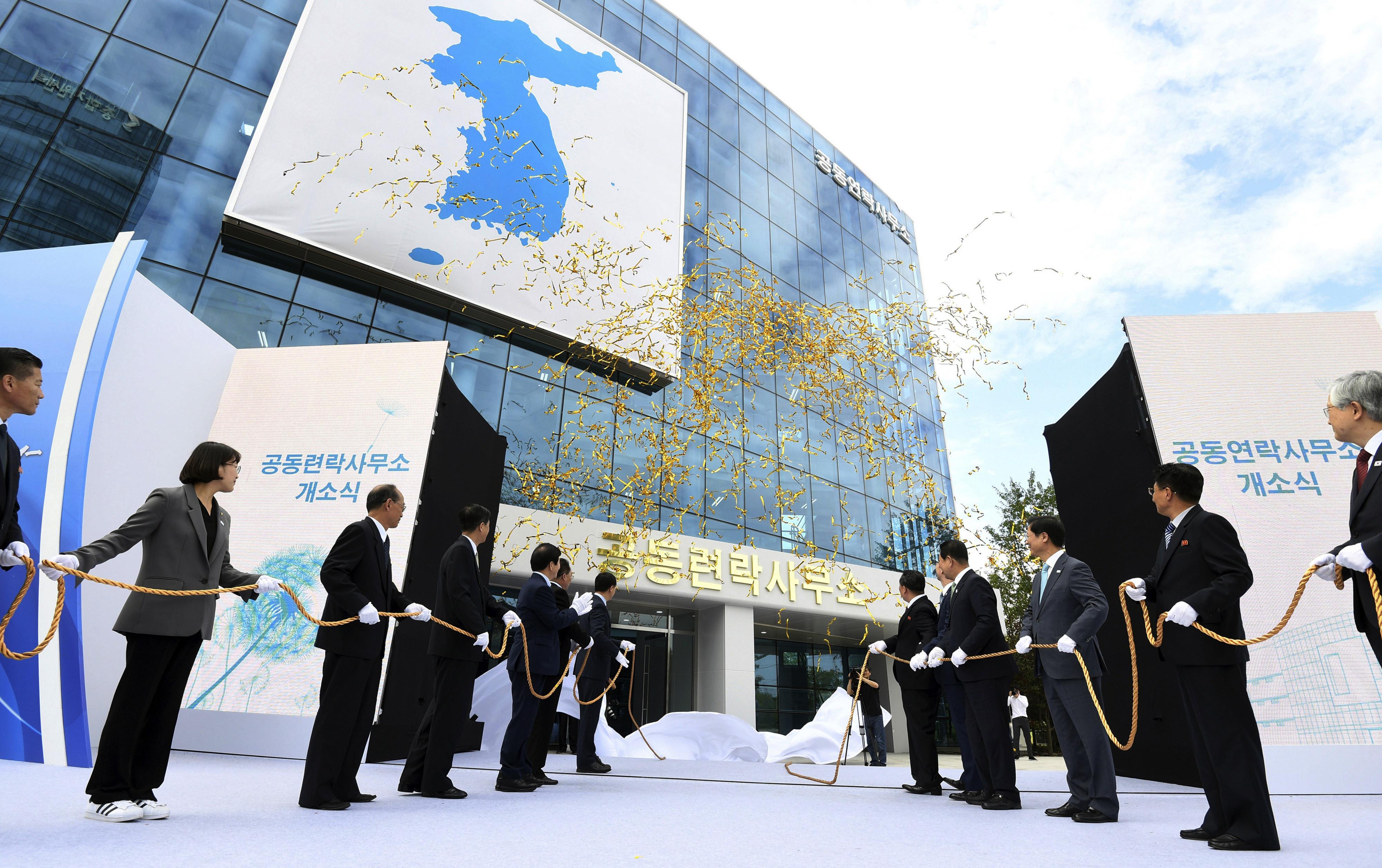 ▲▼造價300億韓元的韓聯辦,遭北韓炸為灰燼。(圖/達志影像/美聯社)