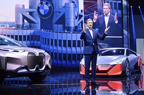 賓士、BMW「組隊打怪」不到1年半就破局?直言開發自動駕駛系統是「錢坑」(圖/達志影像/美聯社)