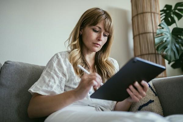 ▲▼多數網路消費者在購買產品前會先「做功課」。(圖/取自免費圖庫Rawpixel)