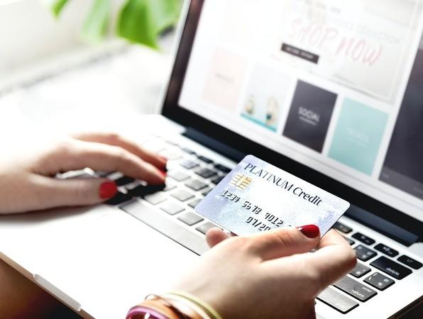 ▲▼多數網路消費者,會在一個裝置中看到產品,再轉用另一個裝置購買。(圖/取自免費圖庫Rawpixel)