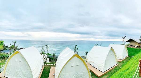睡醒眼前就是大海!Villa坐擁海景第一排 全台3座海濱露營區盤點 |