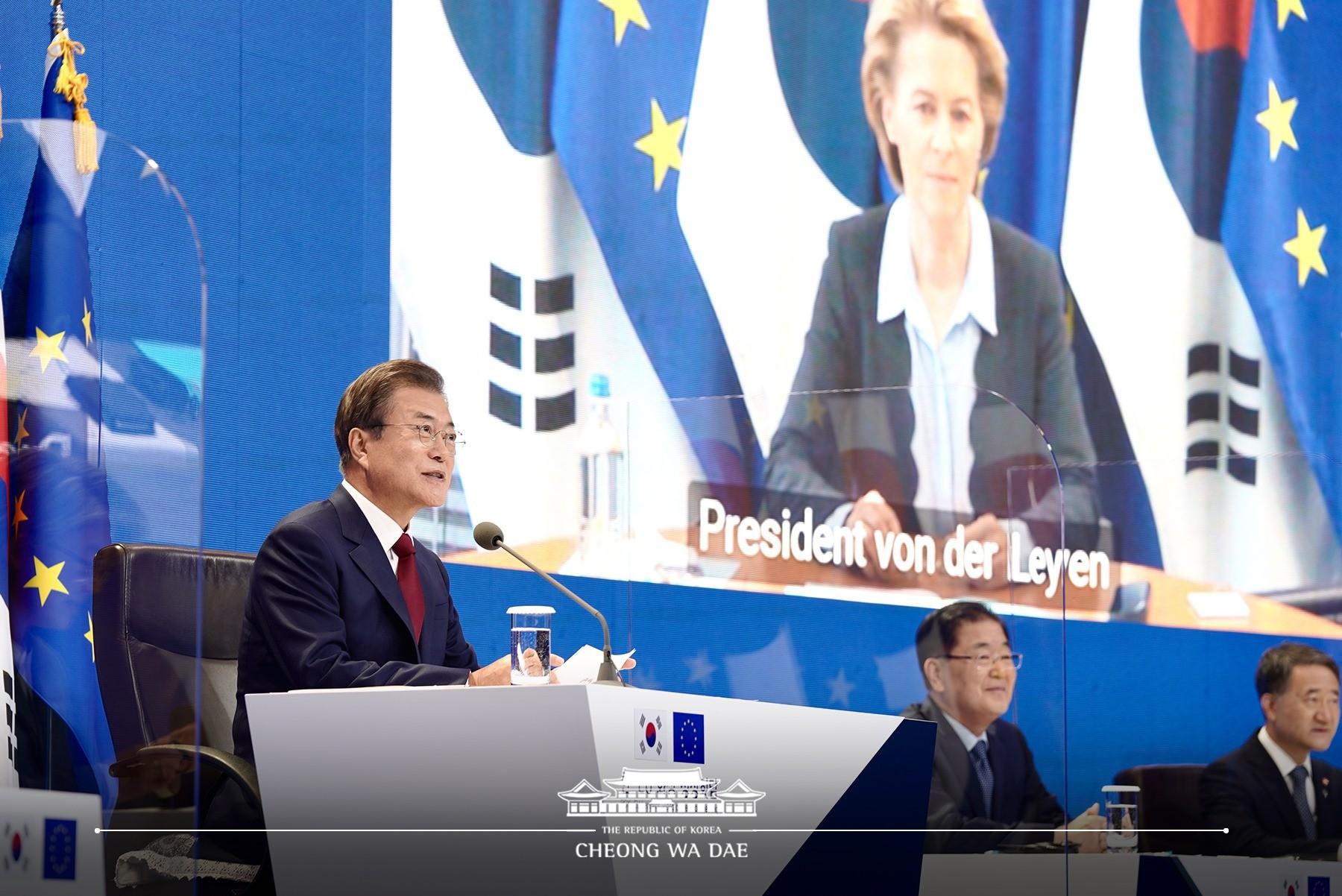 ▲▼南韓總統文在寅與歐盟舉行視訊會議。(圖/翻攝自青瓦台臉書)