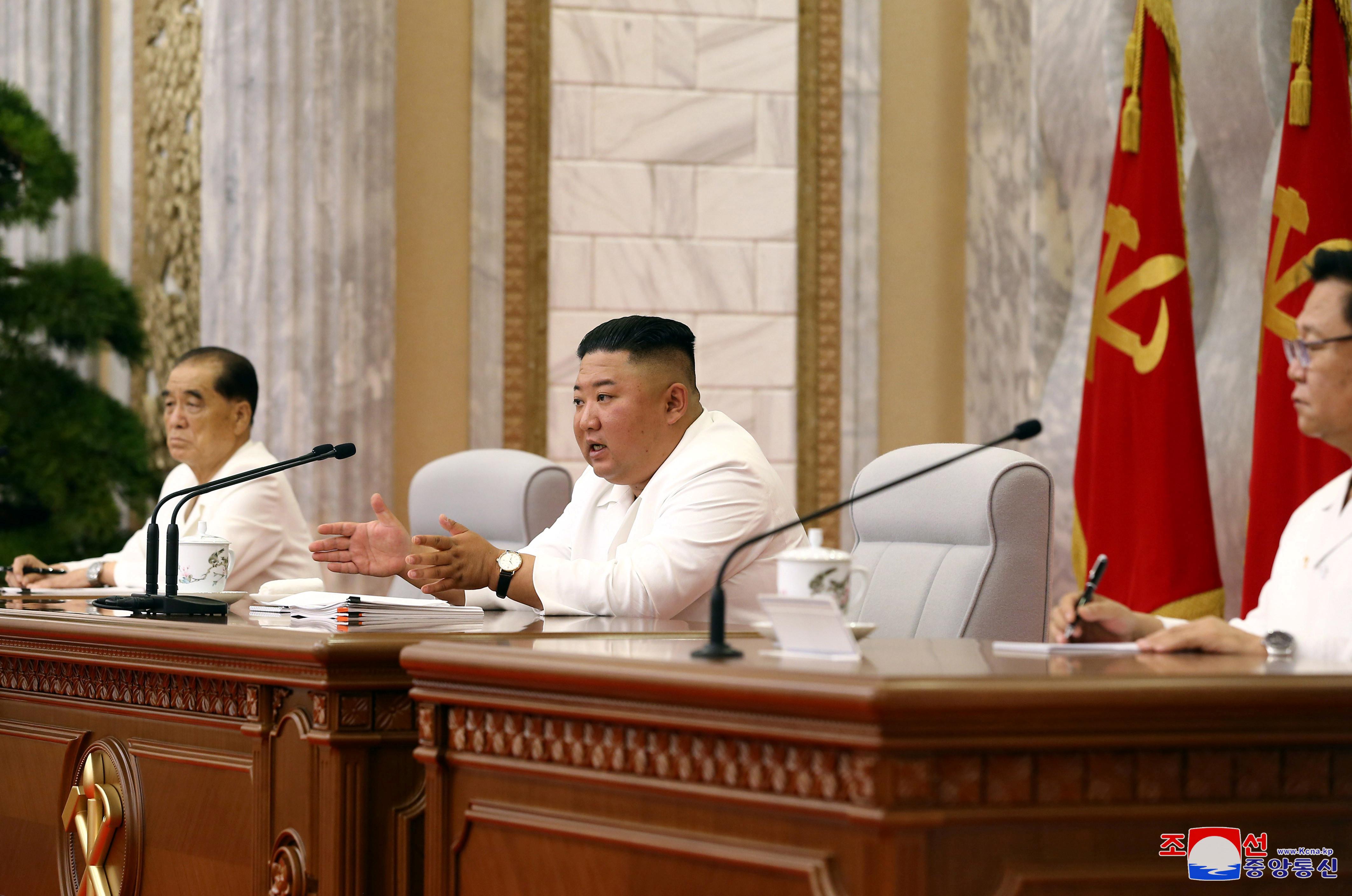 ▲▼金正恩2日主持政治局會議,表示防疫工作不能鬆懈。(圖/路透社)