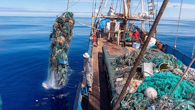 ▲▼美海洋環保組織開船,共撈10萬公斤垃圾。(圖/翻攝自Ocean Voyages Institute官網)