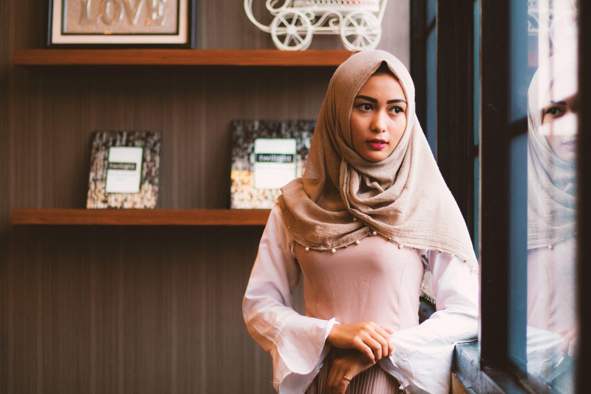 ▲▼一位穆斯林女子反應自己的咖啡杯上被寫上ISIS,星巴克店員涉歧視。(圖/免費圖庫Pexels)
