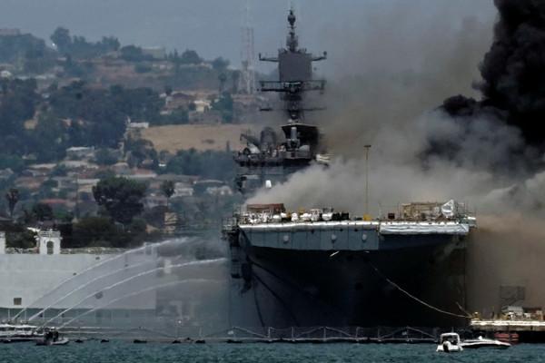 兩棲攻擊艦「好人里查號」因加壓爆炸起火 釀21人受傷