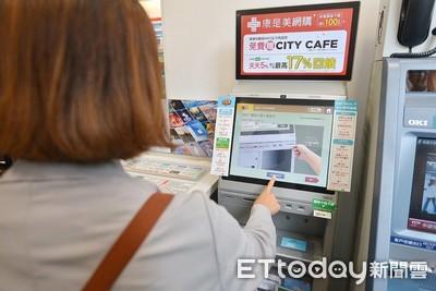 民眾湧超商狂領三倍券「系統卡關」 經濟部:連線已恢復正常