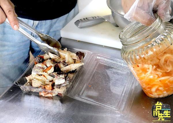 只賣4小時!台南銷魂排隊鹽水雞 必加獨家醃洋蔥酸甜夠味 | ETtoda