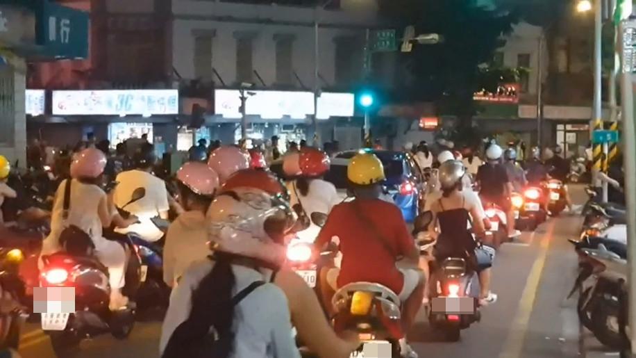 澎湖租車行 機車被掃光 萬人塞爆街頭 遊客看傻 以為在台北 Ettoday地方新聞 Ettoday新聞雲