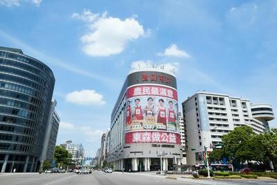 陳其邁、盧秀燕、黃偉哲...藍綠共同攜手為哪樁?微風南京外牆廣告超吸睛