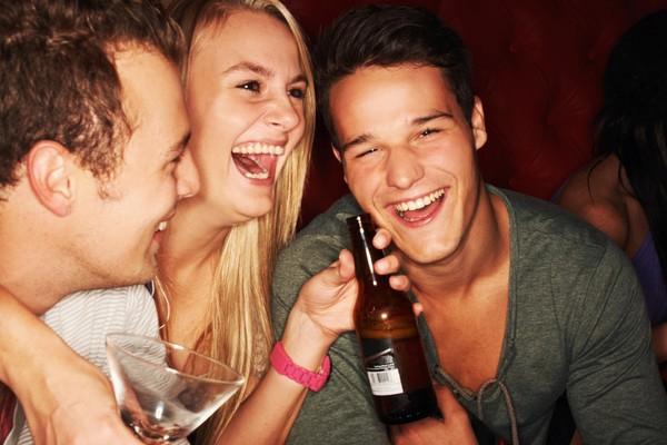 喝酒、飲酒。(圖/達志影像)