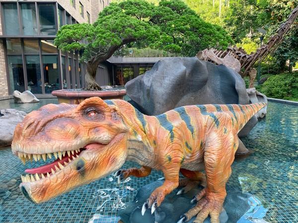 7公尺擬真恐龍會眨眼、超萌馬卡龍寶寶!雙北3處恐龍景點 | ETtoda