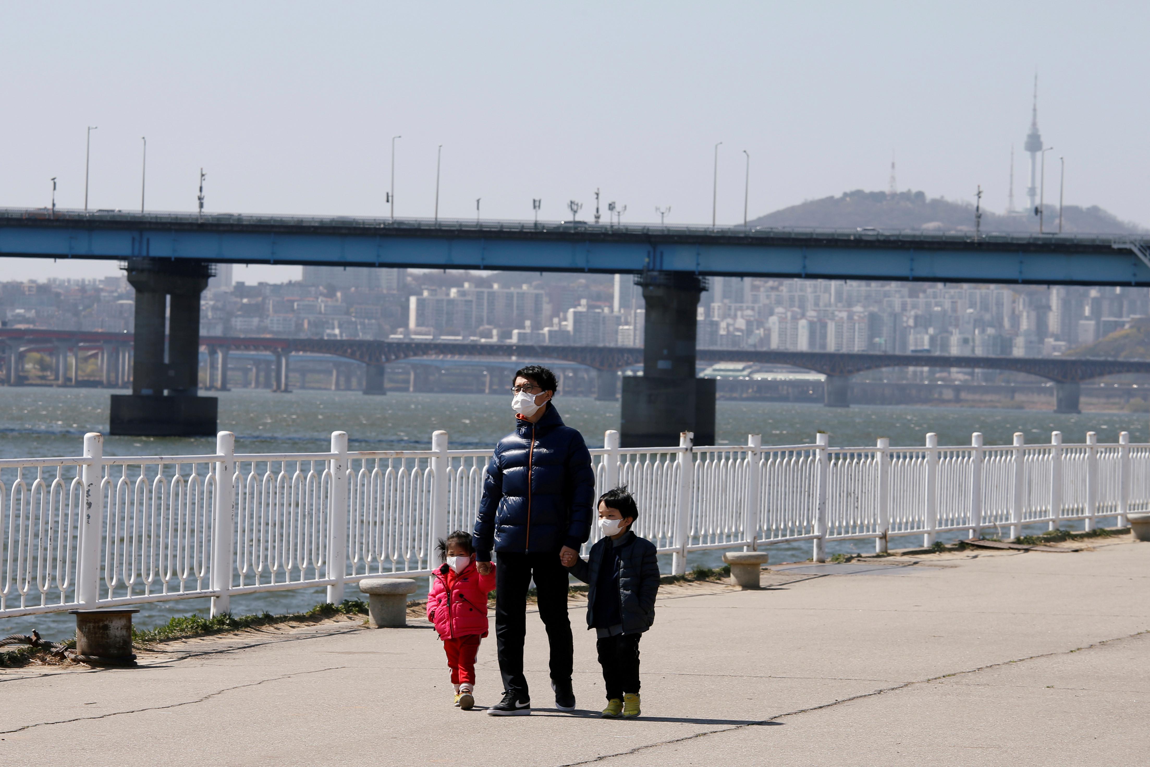 ▲▼時隔115日,南韓每日確診數又突破百人。(圖/路透社)