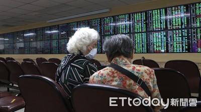 「萬三」得而復失,台股小跌收12586點 成交量3432億元創新高