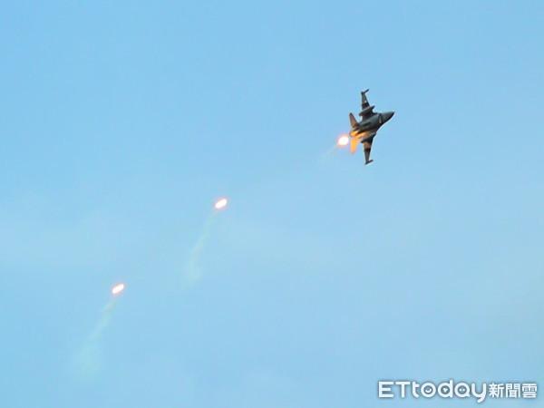 快訊/F16夜航訓練雷達光點消失 黑鷹直升機搜救中