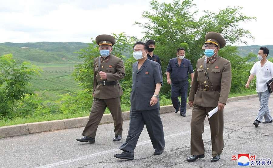 ▲▼北韓「第二把交椅」崔龍海巡視開城防疫作業。(圖/翻攝自朝中社)