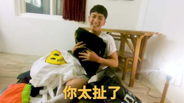 蔡昌憲過夜搜他包包…一翻開傻眼「太誇張」! 柯震東自己認了:我是膚淺的人