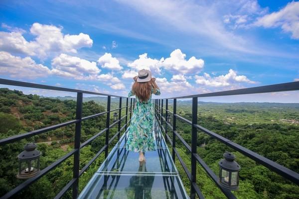 空靈山景在腳下!台南私藏咖啡驛站 小仙女必拍玻璃空中步道