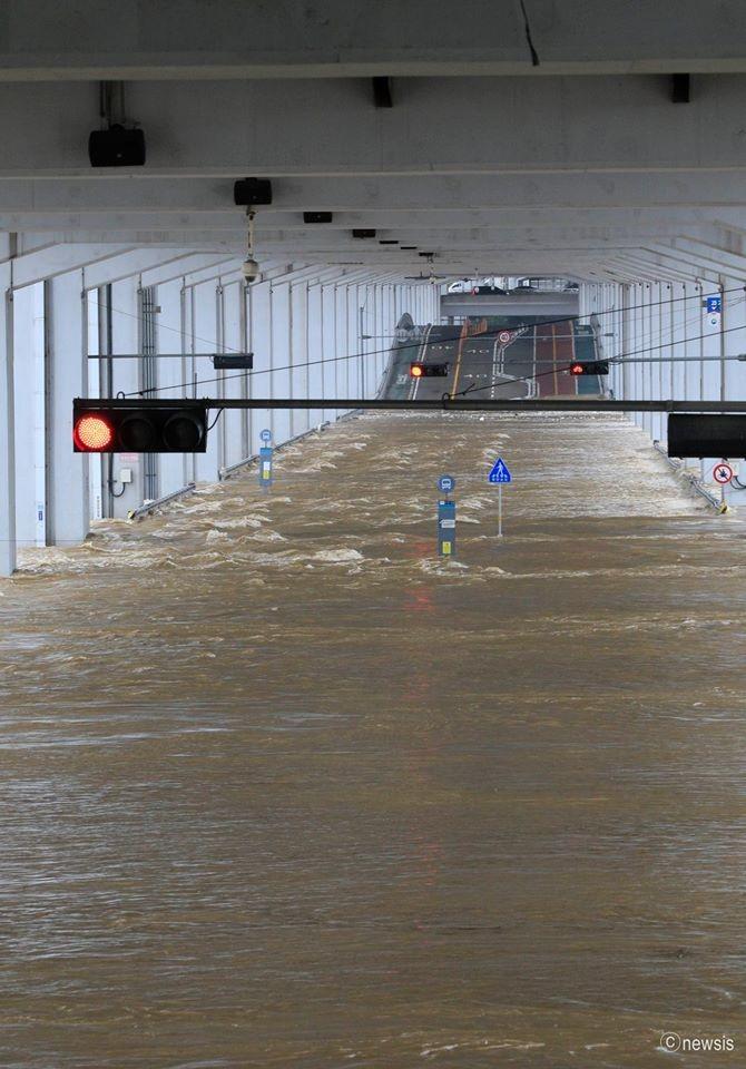 ▲▼受梅雨鋒面影響,首爾漢江、道林川氾濫。(圖/翻攝自首爾市府臉書)