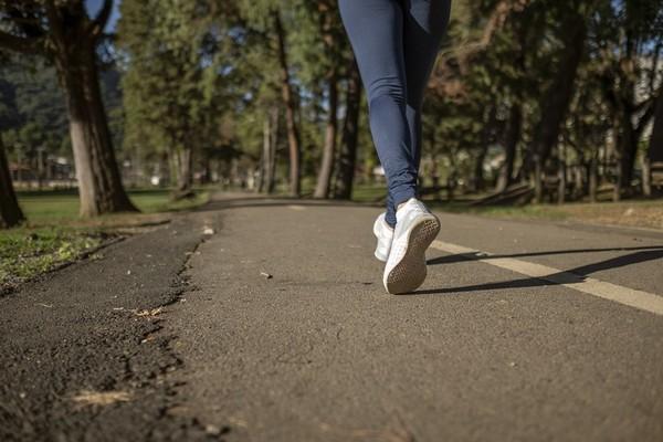 健走好處多!提升骨密度、防失智 「4徵兆」表示你白走了