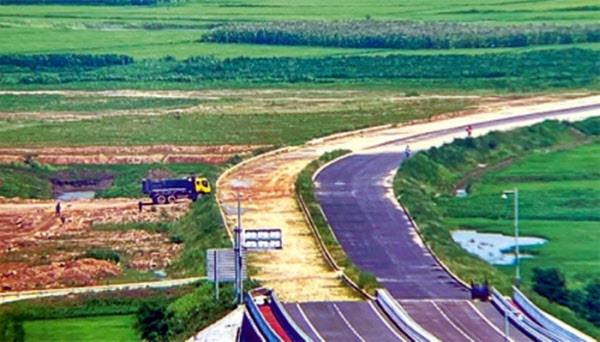 ▲▼北韓最近重啟新鴨綠江大橋道路、海關建設。(圖/翻攝自微博)