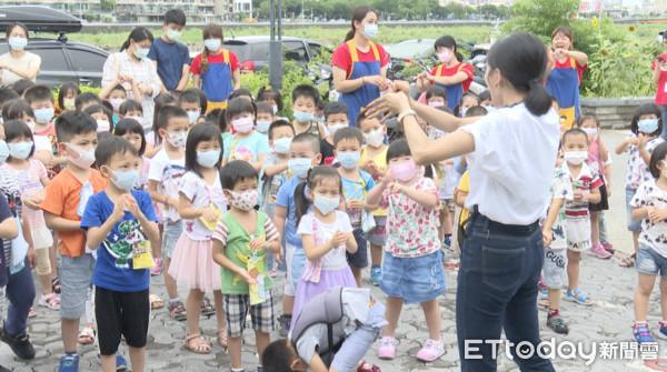 倡導防疫新生活! 小朋友樂與羊玩偶跳「洗手舞」  | ETtoday生活