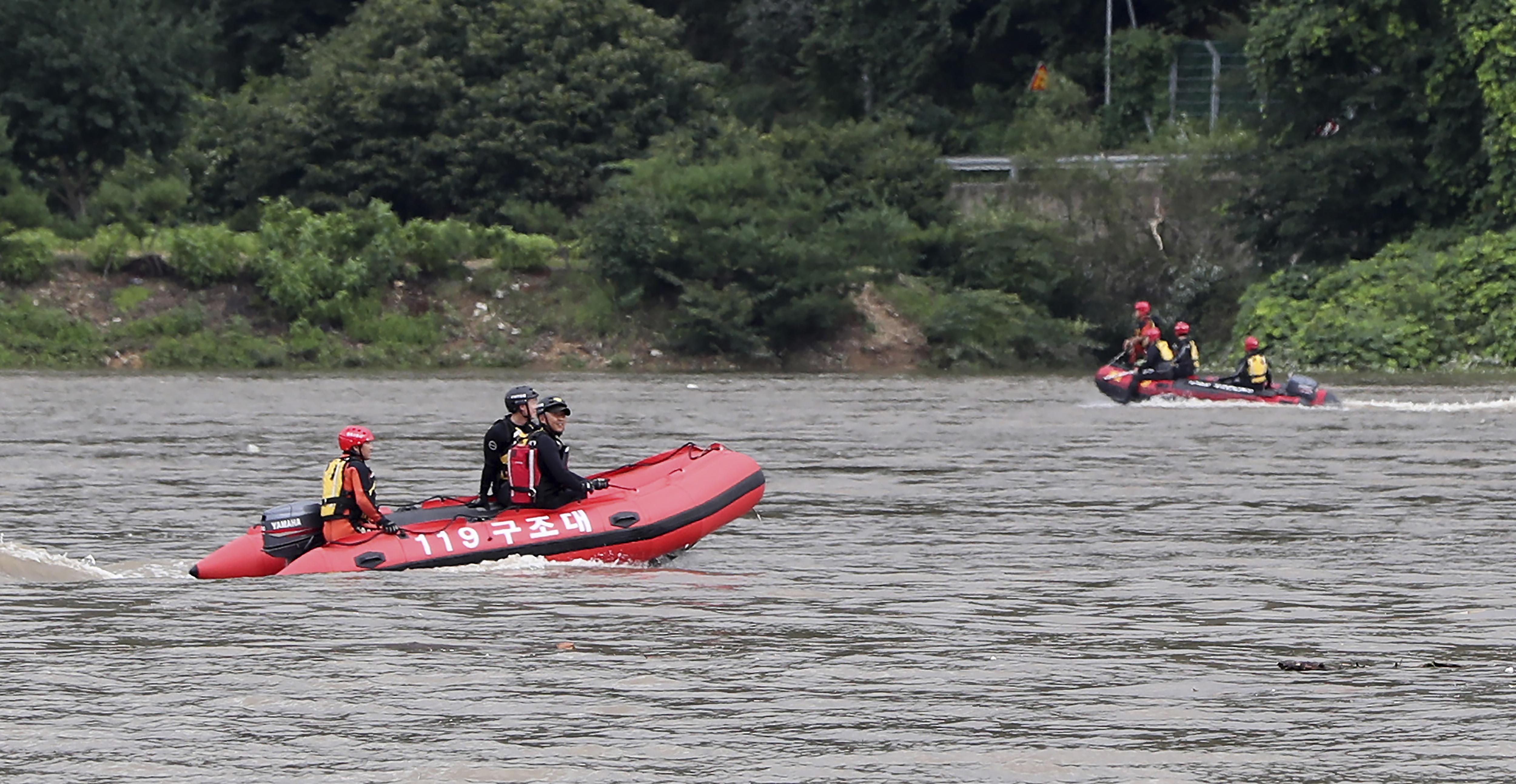 ▲▼南韓近日豪雨不斷,各地傳出溪水暴漲、土石坍方現象。(圖/達志影像/美聯社)