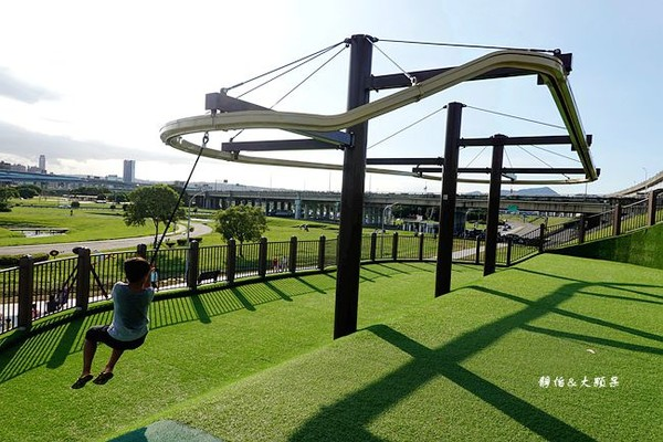 最強免費景點開箱!三重夢幻滑梯樂園 31座滑梯+100組設施隨你玩  