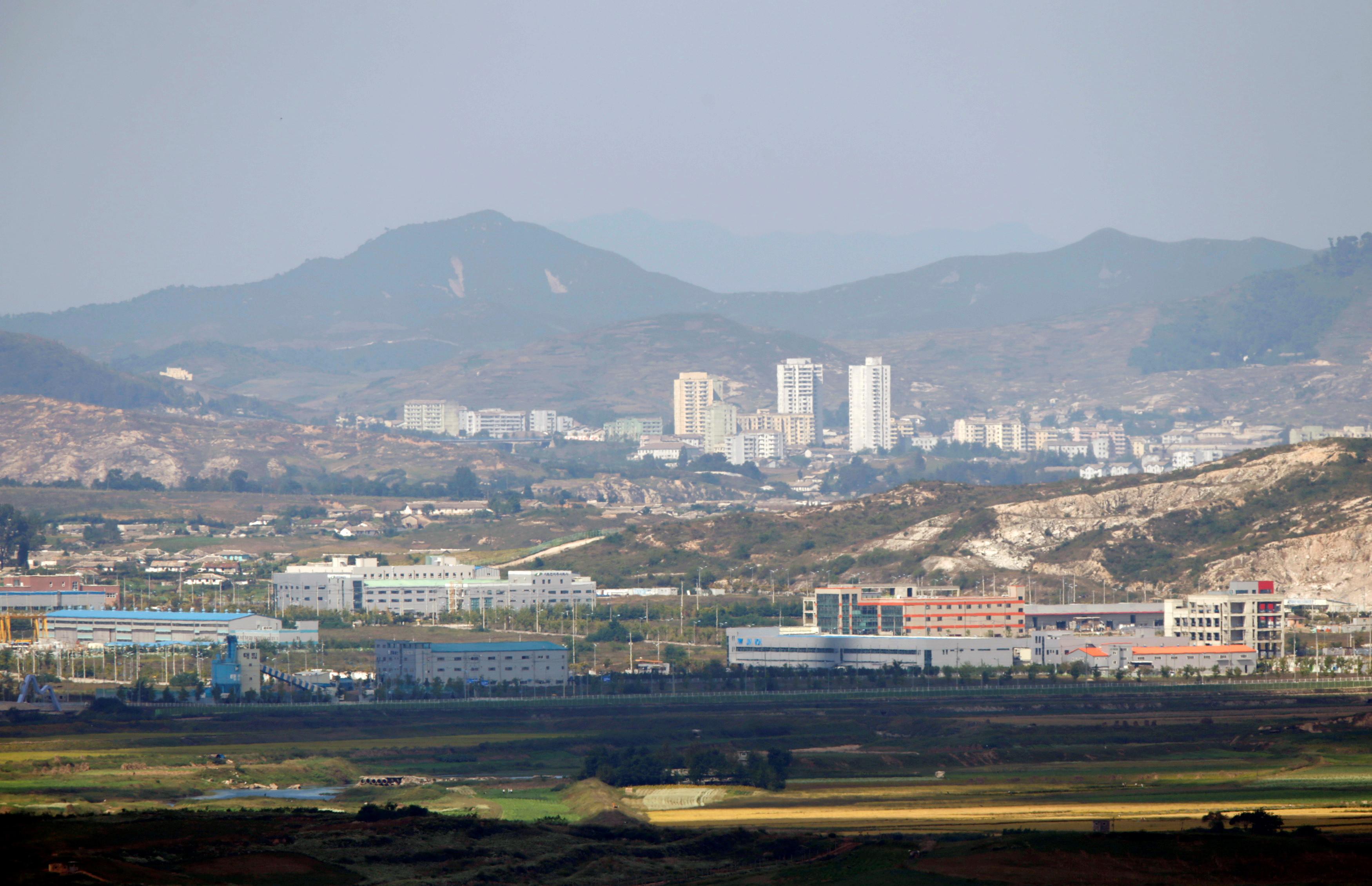 ▲▼24歲脫北者金某重返北韓後出現疑似症狀,北韓當局封鎖開城。(圖/路透社)