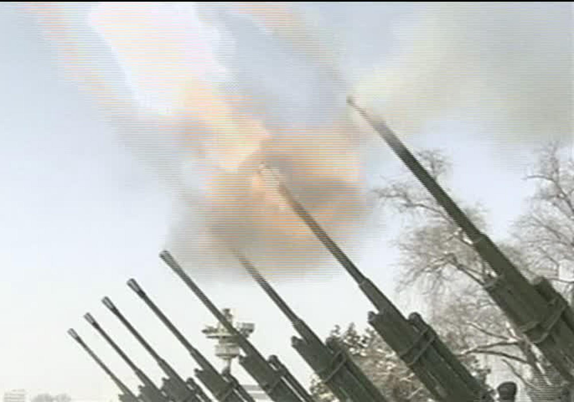 ▲▼北韓延著非軍事區佈署多門火砲,可集中攻擊南韓首都圈,重創科技產業。(圖/達志影像)
