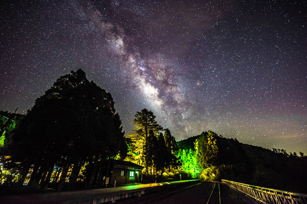 每小時100顆!英仙座流星雨8/12大爆發 嘉義推薦6大必去觀星點 |