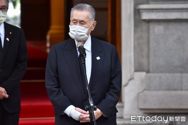 森喜朗弔唁李登輝被發現口罩戴反 「MADE IN TAIWAN」字樣顛倒