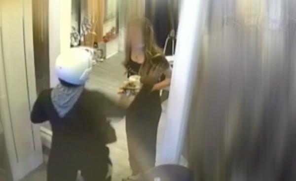 影/點外賣地址備註2樓…台中女慘遭外送員「重拳揮左臉」!氣炸還原過程