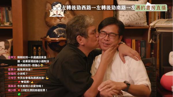 紙風車執行長李永豐直播中親吻陳其邁 自爆大學考7次暢談人生挫折 | ET