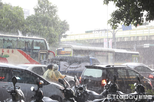 首波梅雨鋒面明要來了!雨區更廣 「2地區下最大」周末再一波