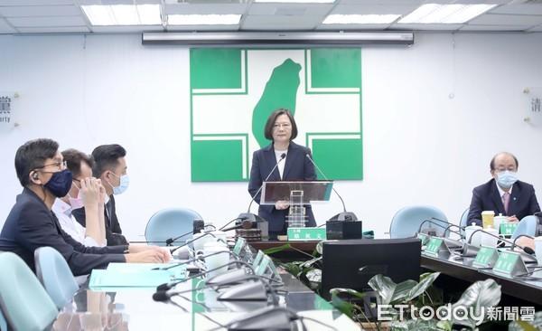 何志偉當面拋「紓困4.0」 蔡英文不悅:不適合在中常會討論
